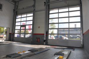 Industrie-Deckensektionaltor mit FVE-Alu-Rahmensektionen