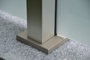 Excklusive Zaunanlage mit VSG-Glas/ Edelstahl Grundplatte